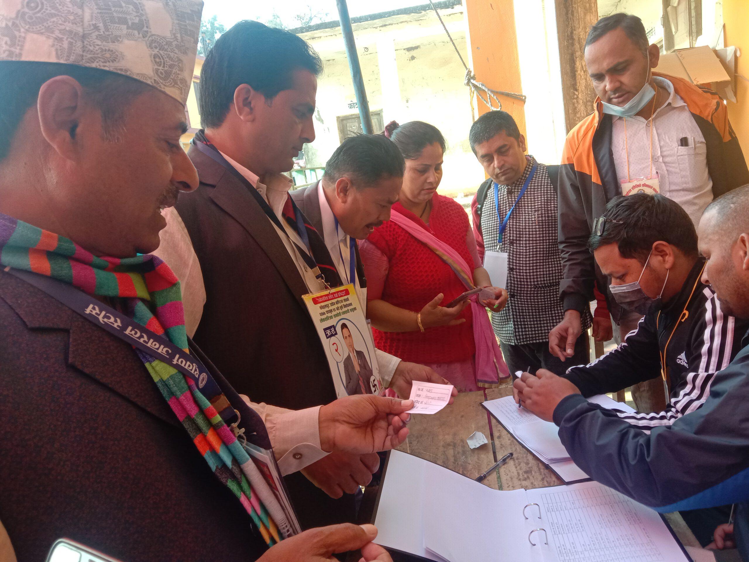 काेहलपुर व्यापार संघकाे मतगणना राति १० बजेबाट